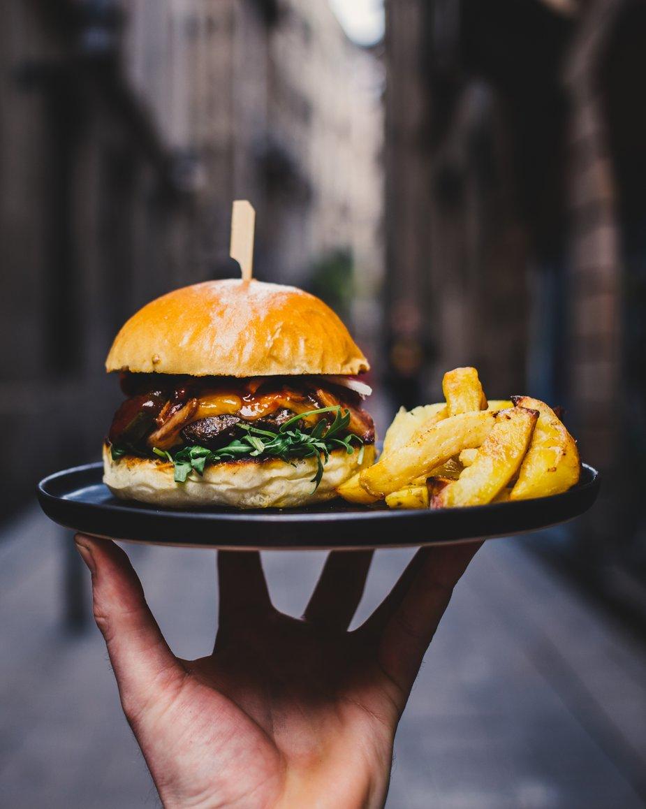 alliance française de lyon, france, cours de français, cours de français à lyon, déjeuner, où manger à lyon, hamburger, frites