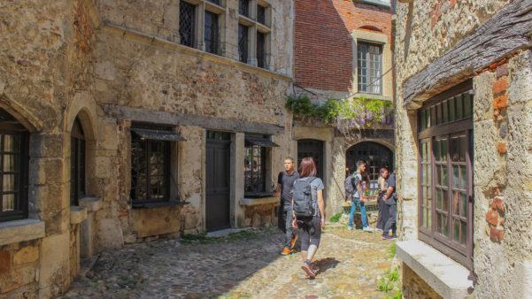 Visiter le village français de Pérouges